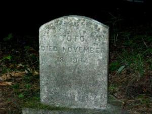 Toto's grave at the Mount